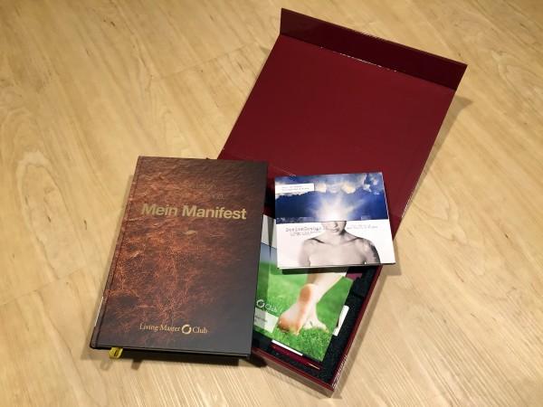 """Die Original """"Living Master Club""""-Box mit dem Buch """"Mein Manifest"""""""
